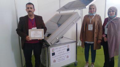 Photo de Hayat Bouzeghaia et Rayan Souki: Réalisation du premier réfrigérateur solaire à adsorption (charbon actif-méthanol)