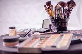 Photo de À l'actif de Bouchra Louahem M'Sabah:Formation gratuite en makeup artist et chignon 3D